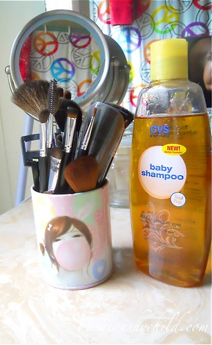 Beauty Weekend: How I Clean My Makeup Brushes
