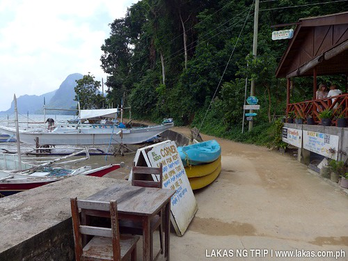 The pathway from El Nido Corner to Gawad Kalinga Lodge & Restaurant in El Nido, Palawan, Philippines