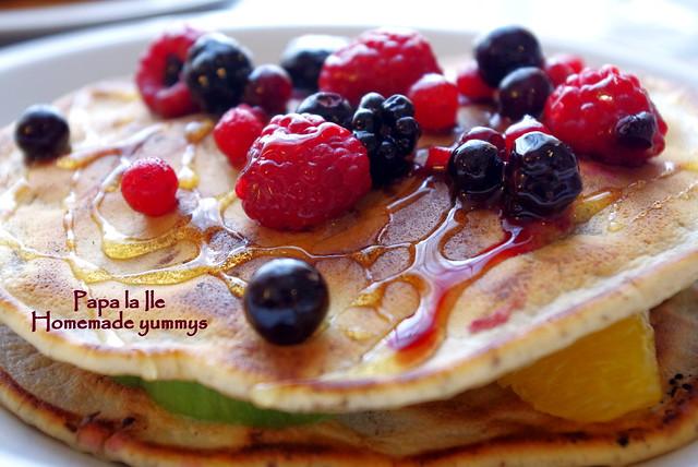 Pancakes cu ciocolata si fructe (12)