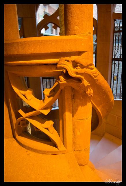 Detalle dragón en escalera