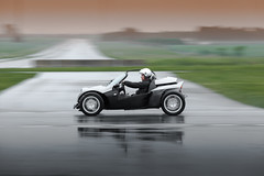 https://www.twin-loc.fr SECMA F16 - Circuit de Clastres le 10 mai 2014 - Image Picture Photo reflet reflection eau water route road rain pluie vitesse speed spider spyder cabriolet convertible glisse drift competition turbo roue wheel fire feu light lu