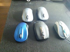 hand(0.0), finger(0.0), electronic device(1.0), mouse(1.0),