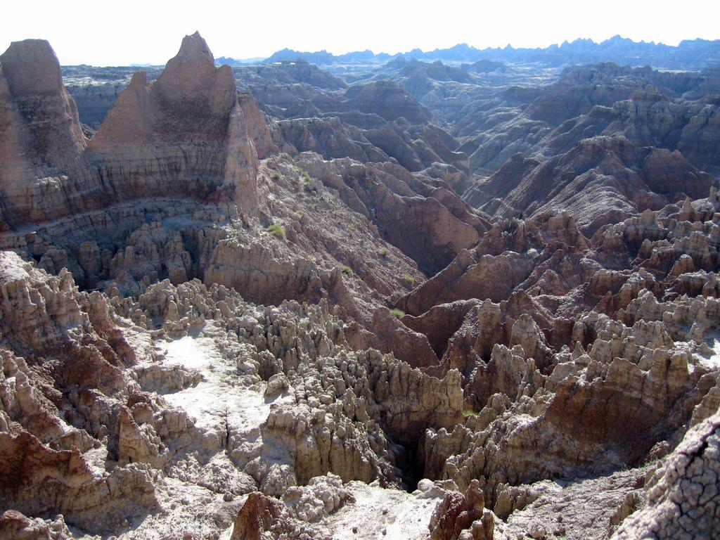Impresionantes formas erosionadas de Badlands Parque Nacional Badlands, devastadora erosión - 16316745640 01201a2bd1 b - Parque Nacional Badlands, devastadora erosión