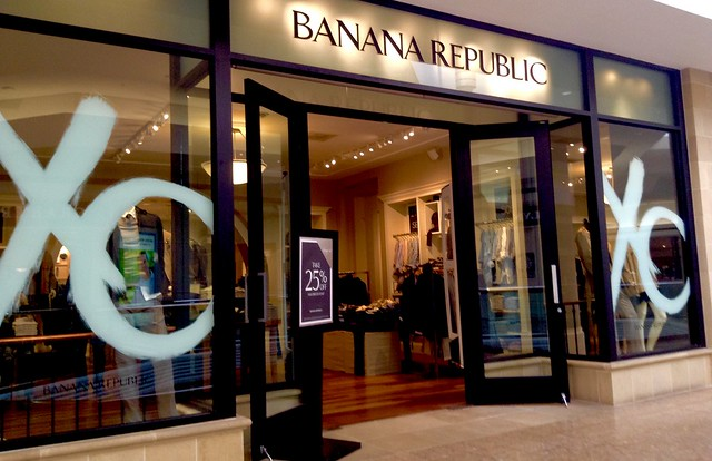 Banana Republic Mall Location, 2/2015, by Mike Mozart of TheToyChannel and JeepersMedia on YouTube #Banana #Republic
