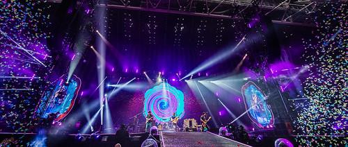Coldplay Amsterdam ArenA mashup foto - Nog meer confetti!