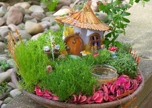 Как сделать домик в саду