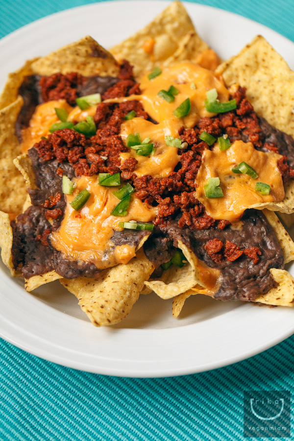 Vegan Slow-Cooked Black Beans Nachos