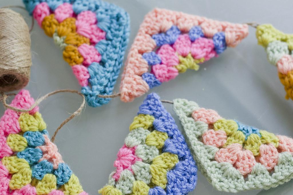 Crochet Bunting | jenloveskev.com