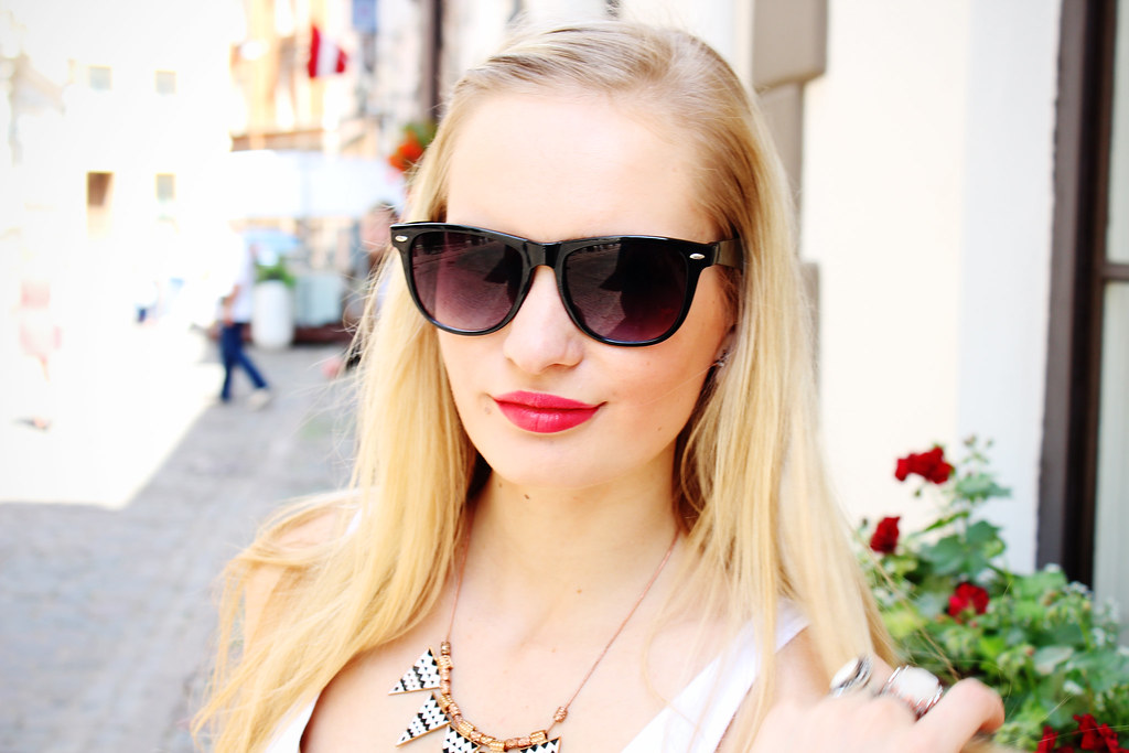 gorgeous, blonde, ray ban sunglasses, aztec, print, tribal, beauty