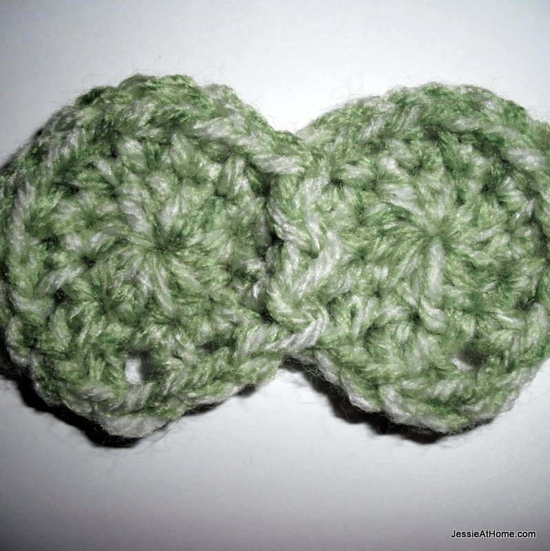 Free-crochet-dotted-headband-2-dots-joined-together