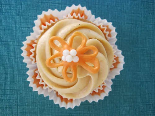 ... Cupcakes is a great name for a blog! These Thai Tea Cupcakes look