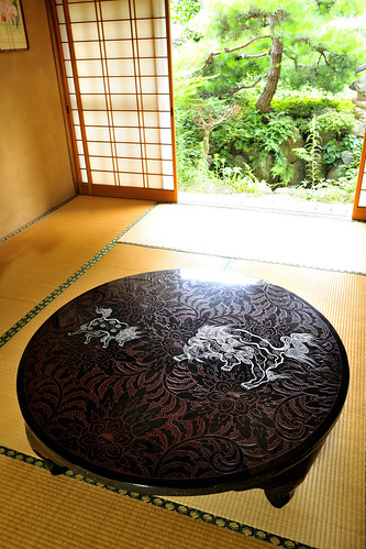 The tatami-room table which parents of the father's side sent to parents of mother.