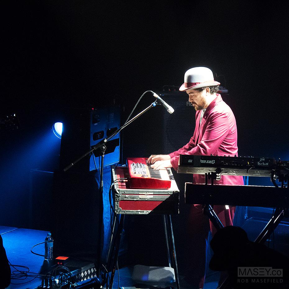 Fat Freddy's well-attired Iain Gordon on the keys.