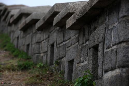 Korea_Seoul_Fortress_20130924_09