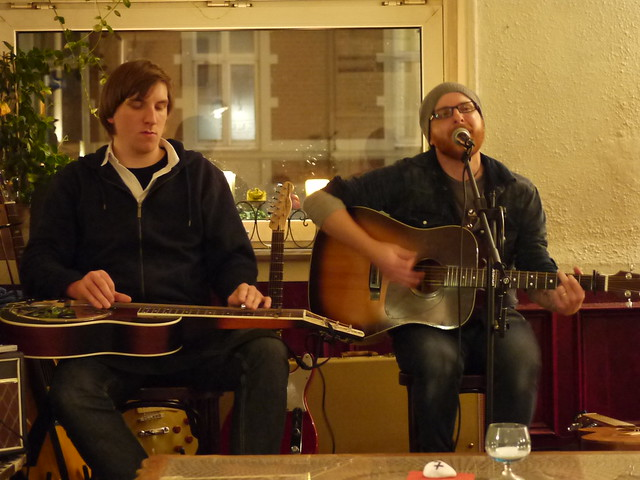 P1210985 songwriter night jonas koch und bad temper joe for Wohnzimmer koch