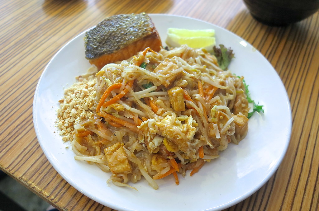 Salmon Pad Thai