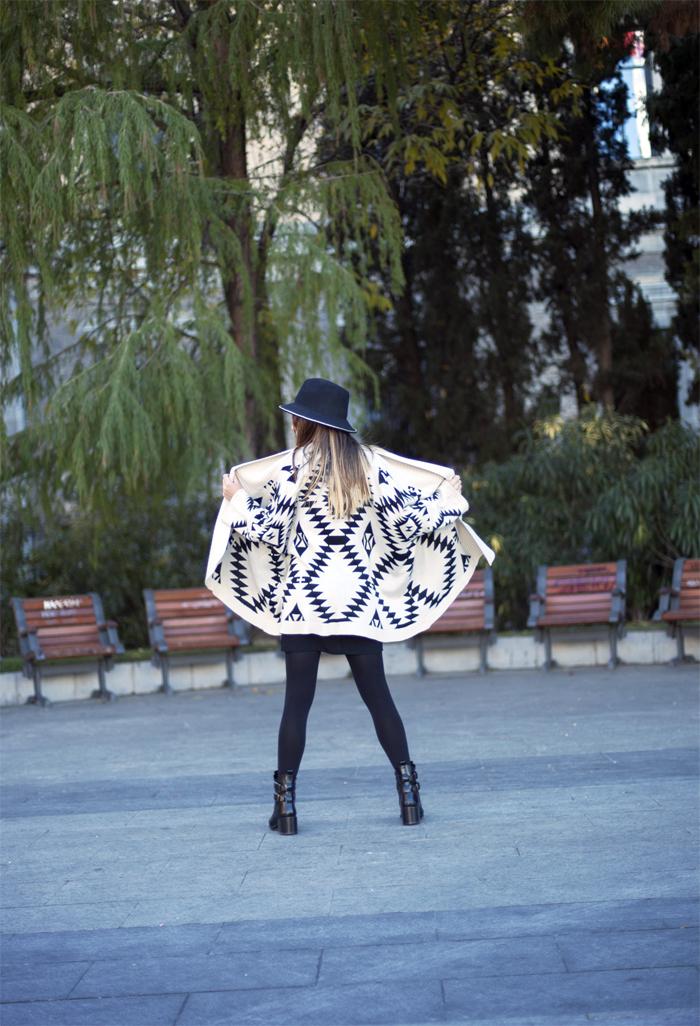 street style barbara crespo poncho in black hat zara booties outfitfashion blogger madrid