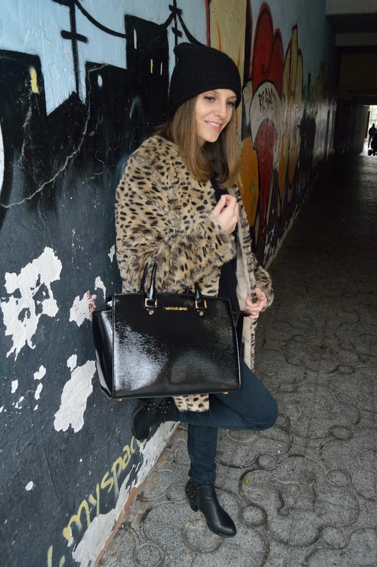 lara-vazquez-madlula-blog-fashion-abrigo-leopardo-outfit-negro