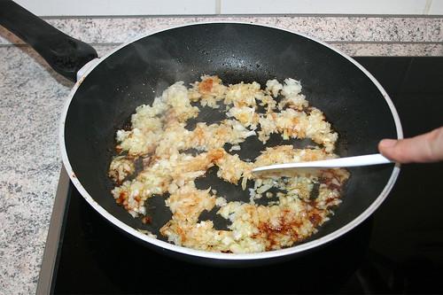 25 - Zwiebeln andünsten / Braise onions lightly