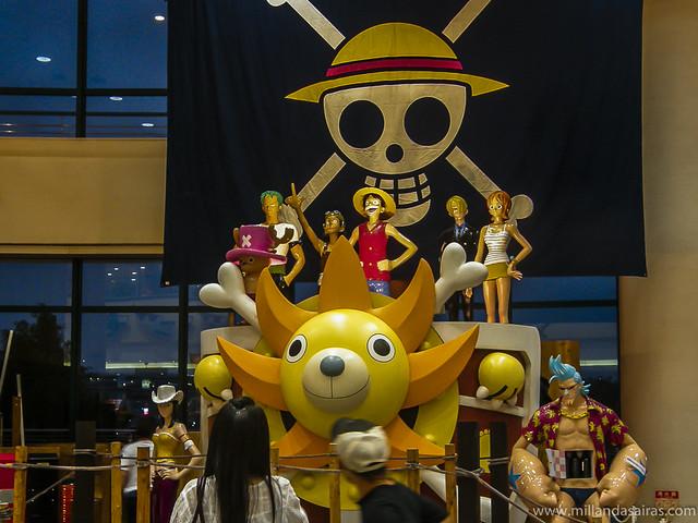 Interior del edificio de Fuji TV con homenaje a One Piece