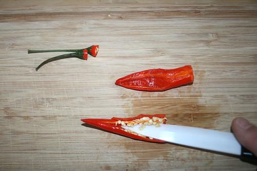 14 - Chilis entkernen / Deseed chilis