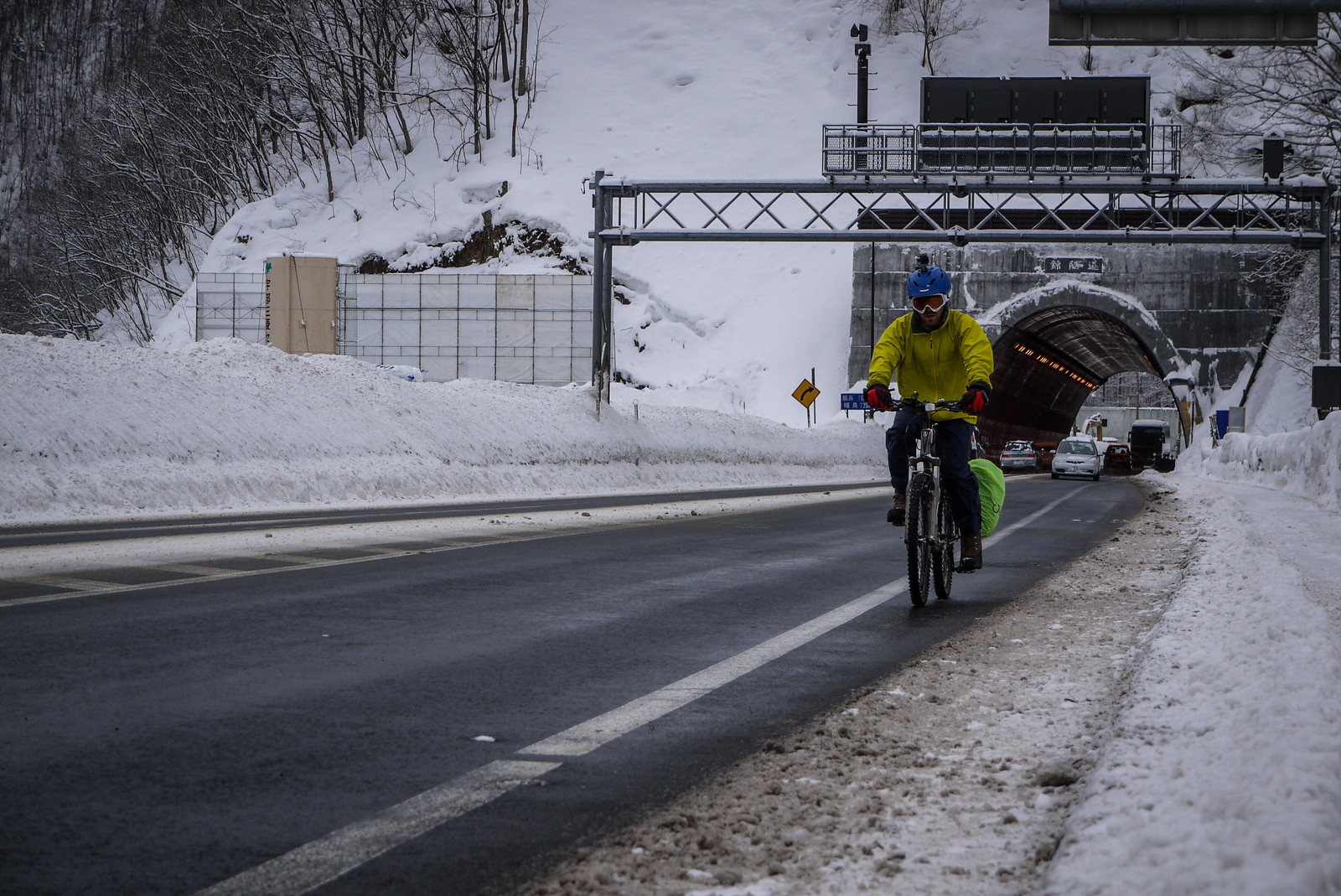 Cycling from Sapporo to Jozankei in the winter (Hokkaido, Japan)
