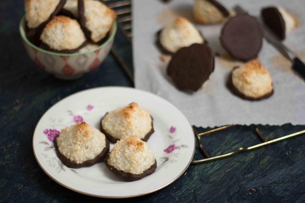 Saftige kokosmakroner med chokolade (9)