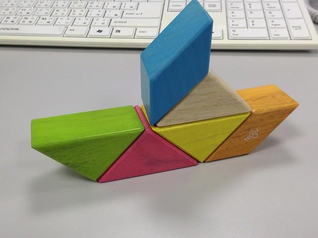 磁鐵積木組合起來的樣子