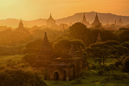 morning travel sunlight mist fog sunrise landscape pagoda reisen asien southeastasia südostasien nebel burma stupa magic buddhism myanmar landschaft sonnenaufgang morgen birma bagan worldheritage tempel religous weltkulturerbe pagode nyaungu buddhismus magisch religös mandalayregion