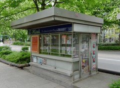 Zeitungskiosk Bockenheimer Landstraße Frankfurt / kiosk-1150957_DxO