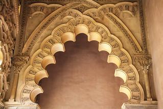 صورة قصر الجعفرية قرب Almozara. españa castle spain arabic zaragoza arabe aragon es castillo saragossa mudejar musulman aljaferiapalace aljafería palaciodelaaljaferia