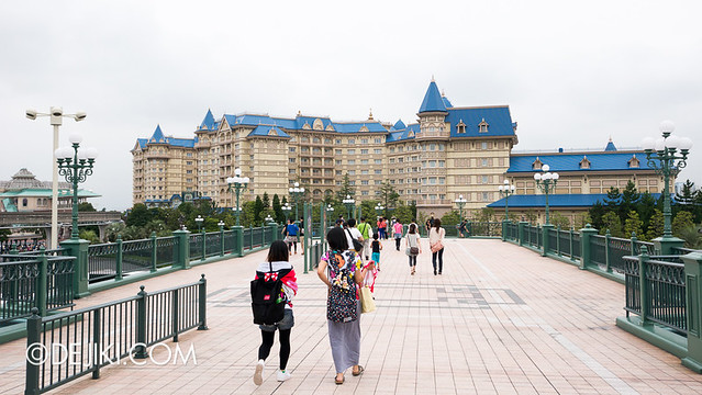 Tokyo Disneyland - Entrance Plaza / Maihama Gateway