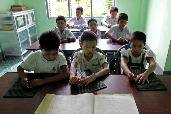 (5)MYANMAR-YANGON-EDUCACION-DISCAPACIDAD