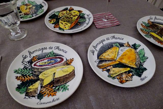 蚤の市で買ったチーズ専用皿なんだって。自慢の品。