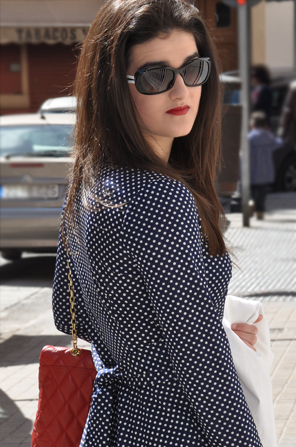 something fashion, polka dot 70's dress inspiration fashion blogger, vintage grandma dress, zara white blazer trendy, navy style inspirational fashion blogger spain