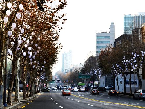 Distrito de Gangnam, uno de los más exclusivos de Seúl, adornado por navidad