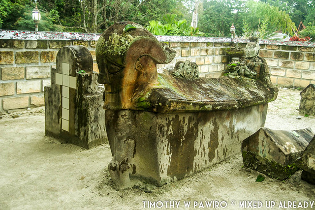 Indonesia - Medan - Samosir - Tomok - Tombs of Sidabutar King - Entrance gate (2)