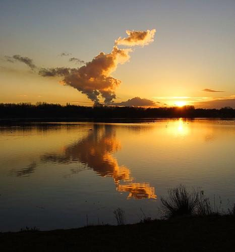 sunset cloud reflection water beautiful grass station birds colours power sony lancashire leigh vapour penningtonflash coolingtowers fiddlersferry supershot a65 sonya65 slta65
