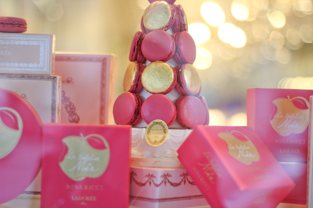 Laduree la temptation de Nina window display