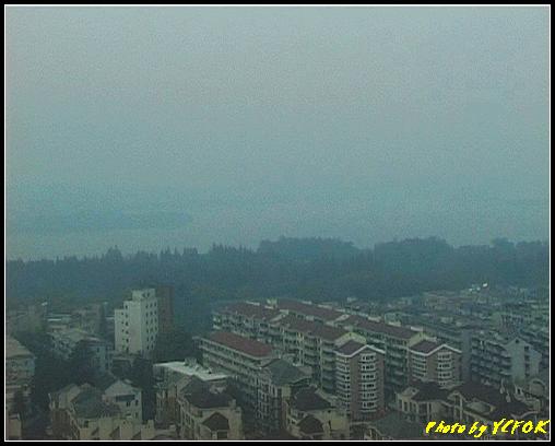 杭州 吳山天風景區 - 048 (城隍閣 從城隍閣鳥瞰霧中的西湖)