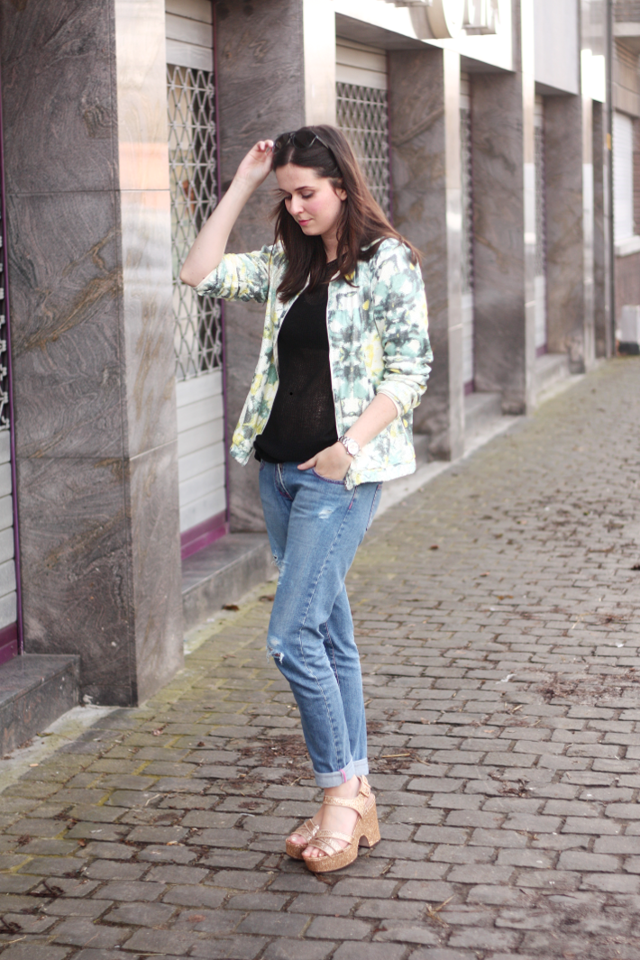 Ripped Boyfriend Jeans Gold Wedges The Styling Dutchman