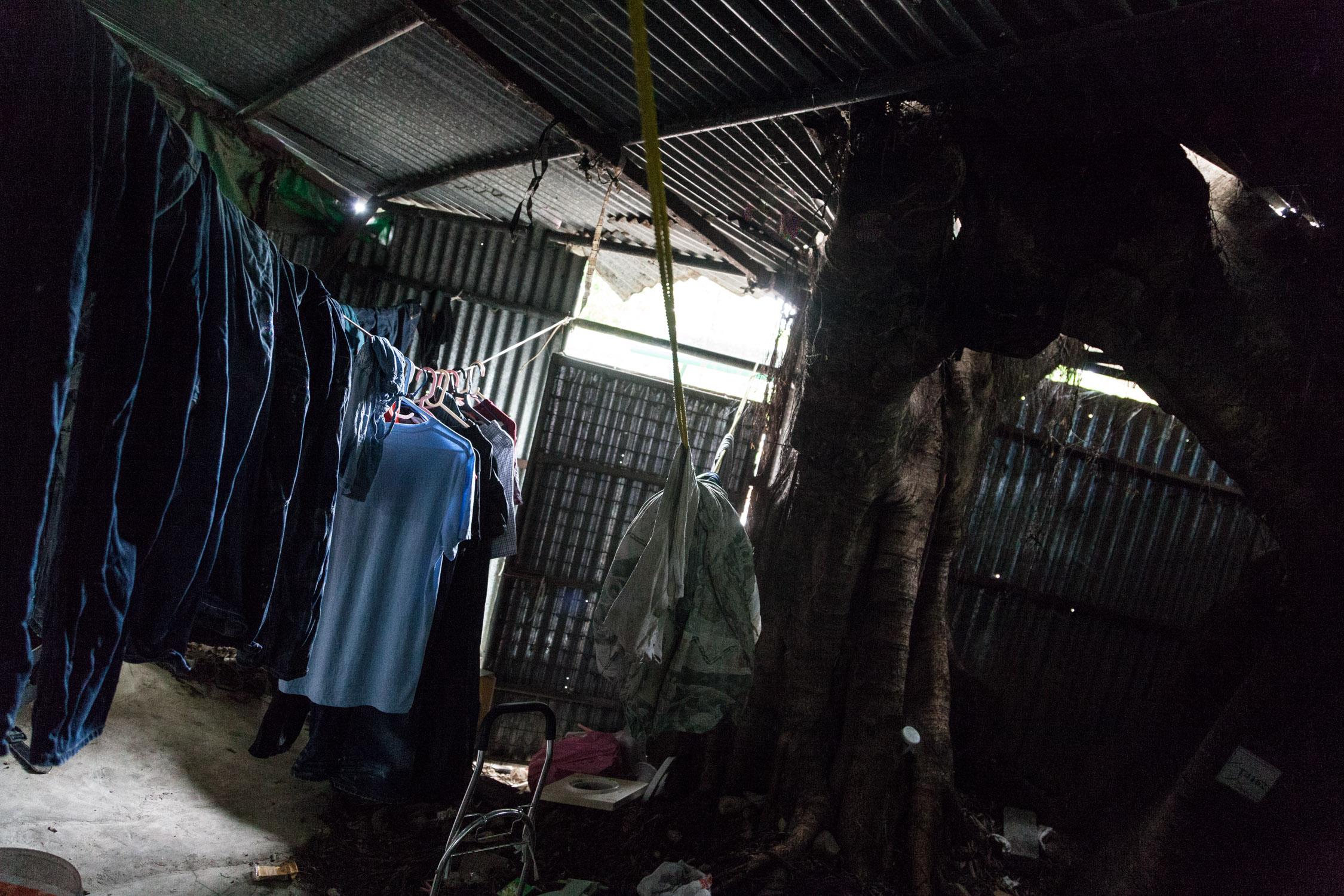 貧民窟這名詞看似遙遠, 但貧民窟同時正在香港出現