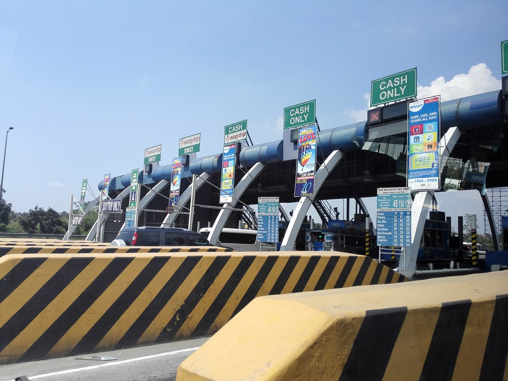 ENTERING NLEX BALINTAWAK GOING TO HOT AIR BALLOON FESTIVAL IN CLARK.