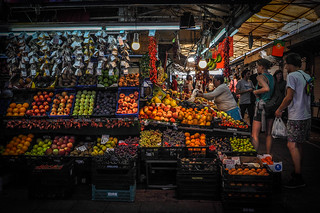 Imagine de Mercado do Bolhão. people portugal fruits europe market mercado porto marché couvert