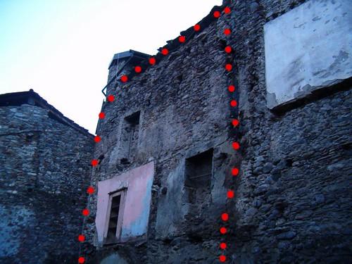 muro ancora in piedi casa Lovero