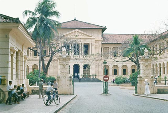 SAIGON 1964 - Tòa án