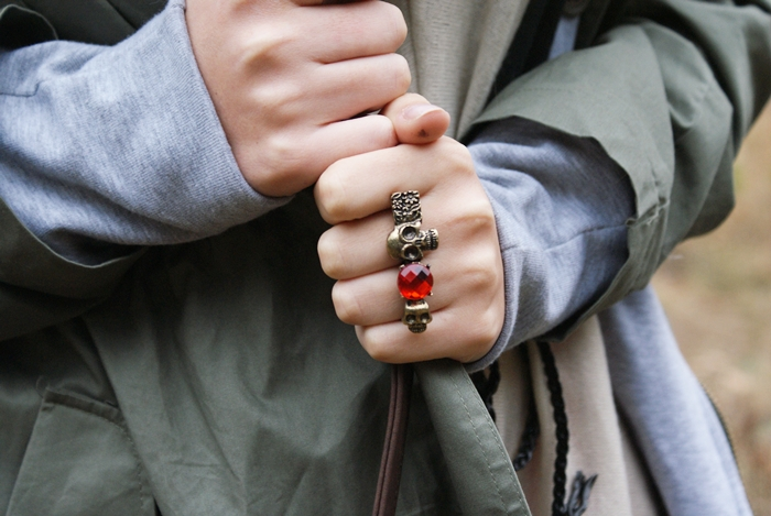 pierścionek z czaszkami