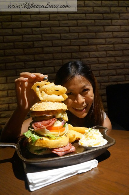 Arthurs Bar Shangri-la hotel KL - the works burger