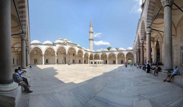 Patio interior de la mezquita de Suleymaniye