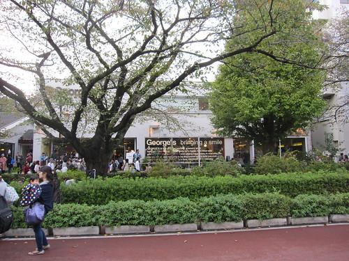 学園通りのお店には人がいっぱい by Poran111